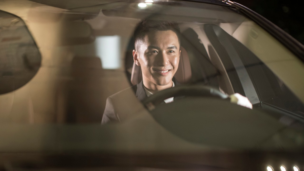 A man drives; Image used for HSBC free parking at international airports page.