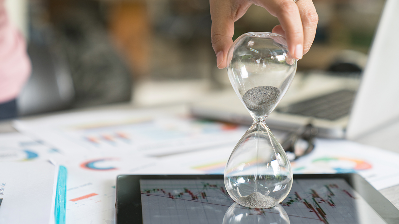 An hourglass; image used for HSBC investment I-invest product.
