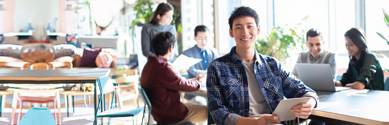準備開會;圖片使用於滙豐最新信貸優惠頁面。
