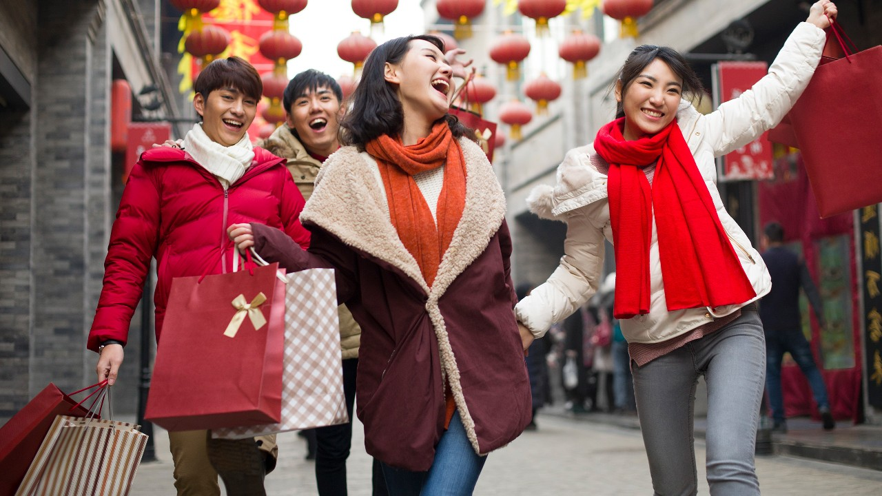 Friends shopping for Chinese New Year; image used for HSBC Credit Cards page.